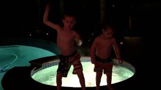 Kids dancing to Alvin and the chipmunks - Single ladies