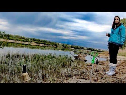 В ПОГОНЕ ЗА САЗАНОМ. РЫБАЛКА С ЖЕНОЙ. Ловля на жмых. Рыбалка 2020.