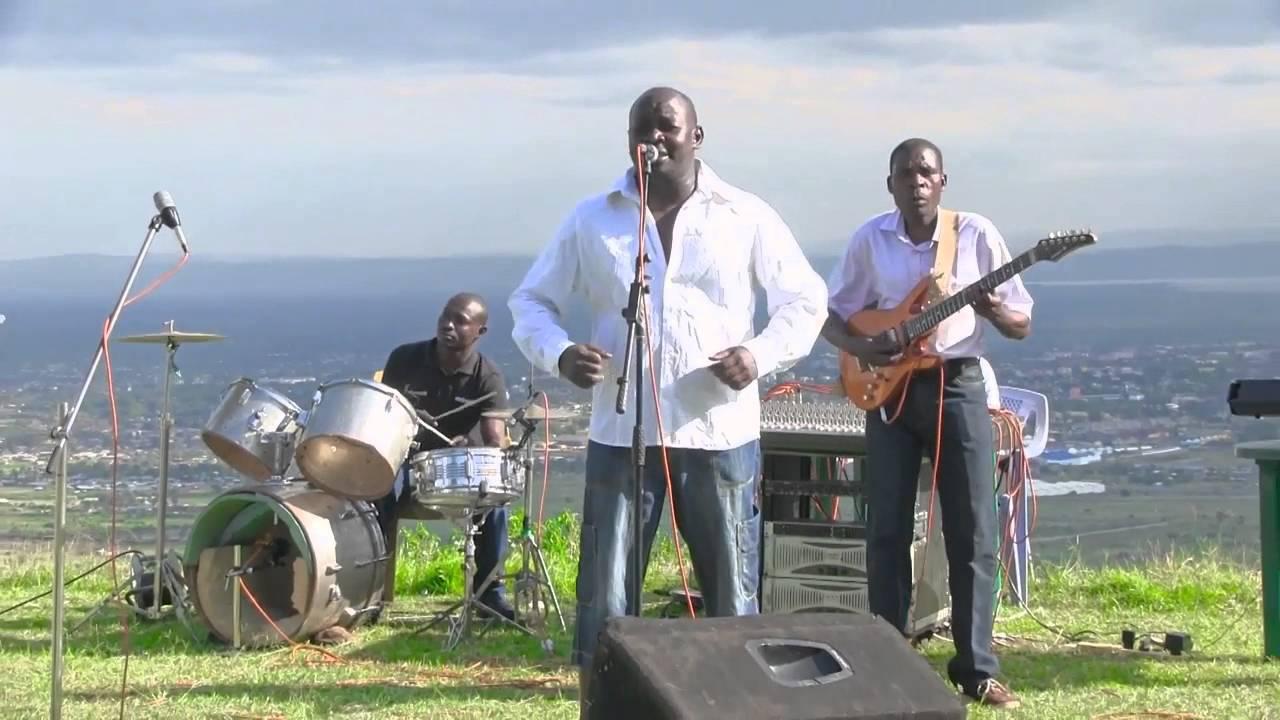 Download Nyar Ugenya Simerro (Live)