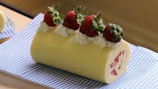 Strawberry Swiss Roll Cake (Banh Bong Lan Cuon Dau)