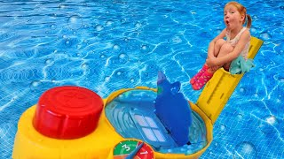DONT GET SOAKED!! Adley reviews new pool game Hot Tub High Dive with Mom