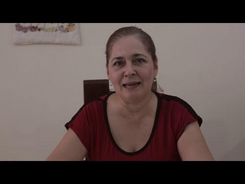 AJUAR  DE BEBÉ *bordado a mano con cintas o listón  *...pececitos en un babero