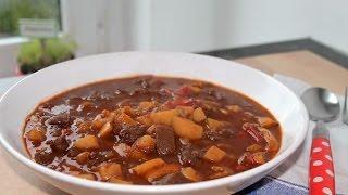 Gulaschsuppe kochen (Rezept) || Goulash Soup (Recipe) || [ENG SUBS]