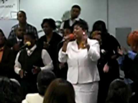 Rhonda singing at her mom's Homegoing Service