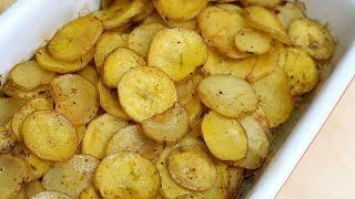 Молодой картофель запеченный в духовке с беконом и кабачком