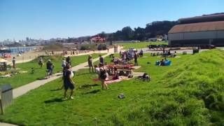 Чем занимаются Американцы на пляже в Сан Франциско?