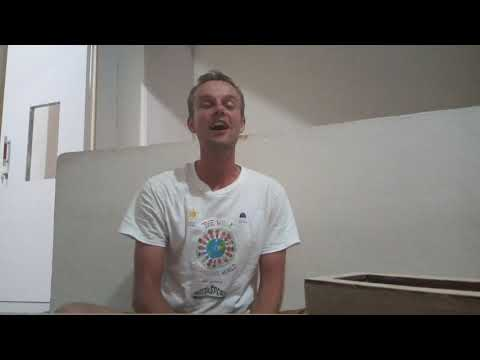"Lagu Perdamaian Dari Estonia Mampir Ke Duri ""the Walking Around The World"""