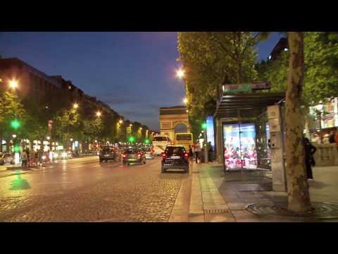 Champs Elysées avec une jolie dame - Louis Vuitton - Son magasin préféré