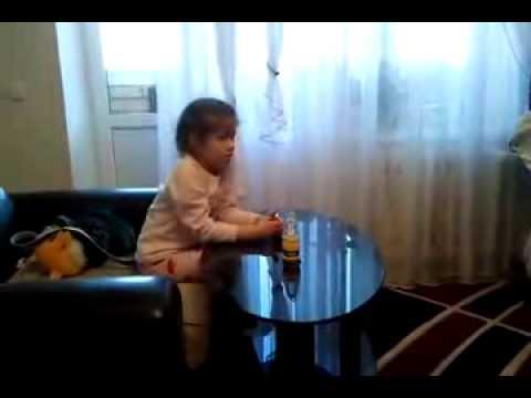 Девочка смотрит порно! Прикол! - YouTube