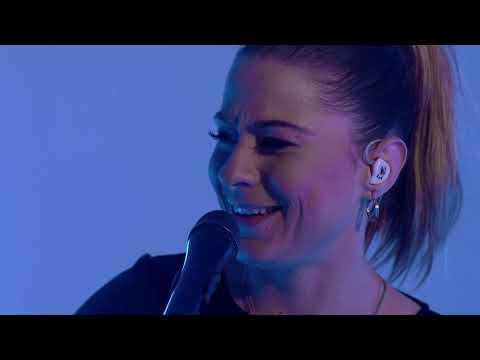 Смотреть клип Lucy Spraggan - Bring It All Back
