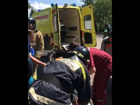 Избегал столкновения с автомобилем и врезался в дерево грузовик в Биробиджане (РИА Биробиджан)