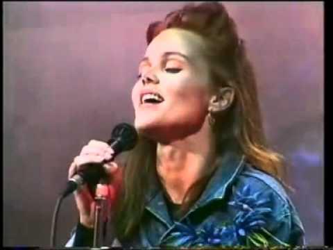 Belinda Carlisle - I Get Weak (Official Live 1988)