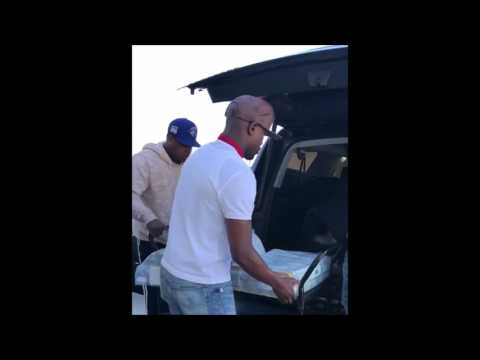"FLOYD MAYWEATHER Transports Money For New Club ""Girl Collection"" After Vegas Club Ban (VIDEO)"