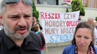 Rodzice z Gietrzwałdu protestują. Chcą odwołania dyrektor szkoły