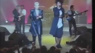 Eurythmics - Sisters Are Doin It For Themselves (Live)