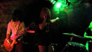 En live du Bar Rock Deep-Inside à Dijon 00:00 « A-Cha » tiré de l'a...