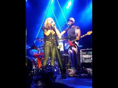 Anastacia introducing Orefo and entertaining the audience, Alzey Da Capo
