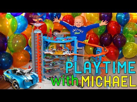 Dinosaurs & My Hot Wheels Super Ultimate Gargage - Playtime With Michael