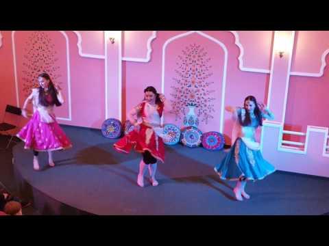 7 января 2017 г Этномир. Ритмичный танец девушек