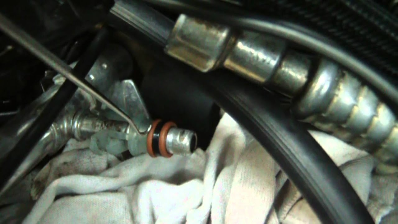 small resolution of diy auto fuel rail re installation quick connect o ring damaged youtube