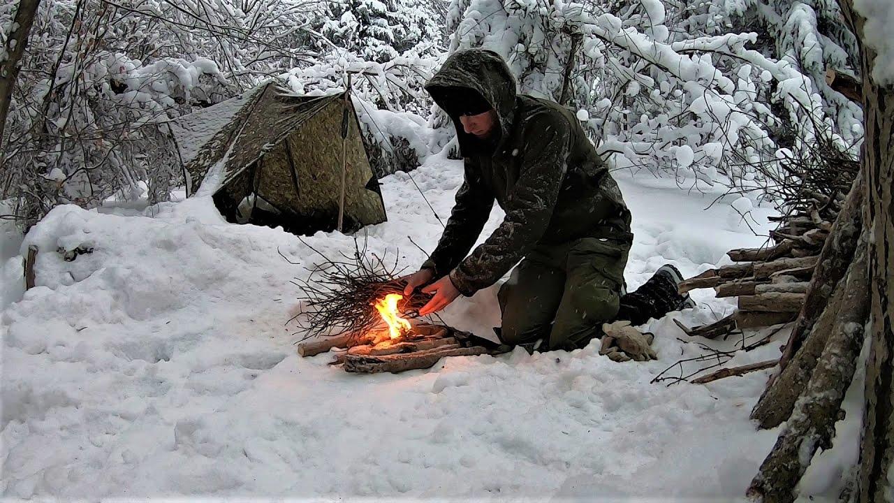 Zimowy biwak w lesie | ognisko w śniegu i noc pod tarpem | Gorce | Outdoor & Bushcraft