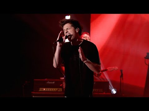 Charlie Puth Performs 'How Long'