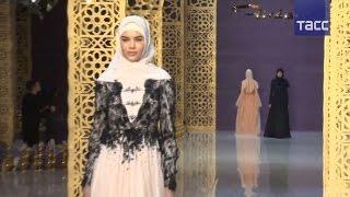 Дочь Кадырова представила в Грозном коллекцию женской одежды