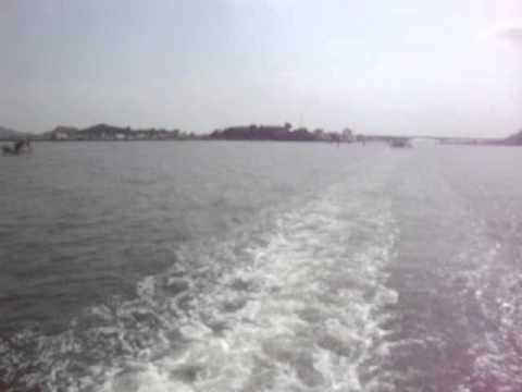 sóng sau đuôi tàu ra quần đảo Hải Tặc.MPG