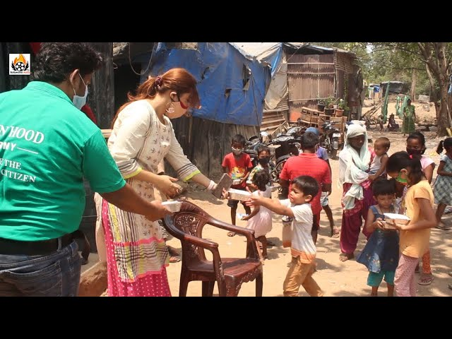 Payal Ghosh distributed food to poor children