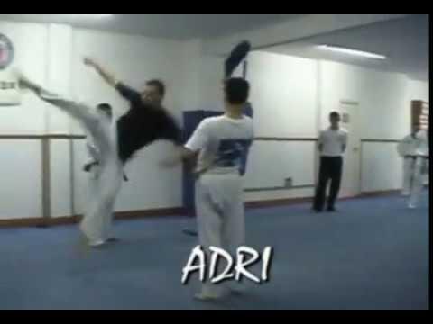 Taekwondo en murcia gimnasio lee youtube for Gimnasio lee