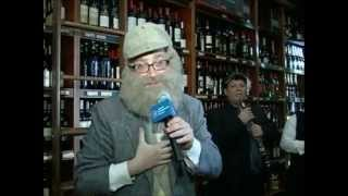 Comedian Yoely Lebowitz sings at Liquors Galore