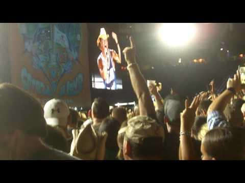 "Kenny Chesney ""Till its gone"" Gillette stadium 8/26/16"