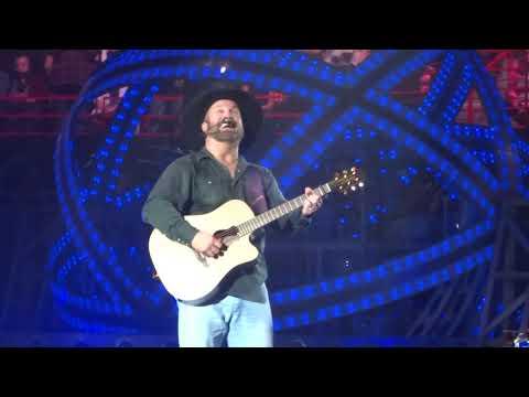 Garth Brooks sings Mom for Taylor's Mom Tami - Spokane Arena, Nov 12, 2017