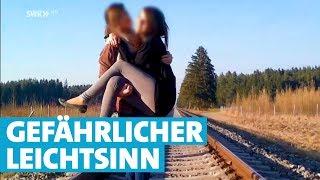 Plötzlich ist der Zug da: 18jähriges Mädchen überlebt Bahnunfall