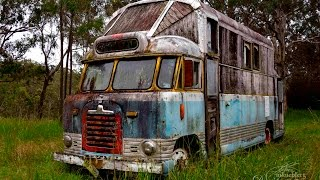 Abandoned: Cool old Hippie bus