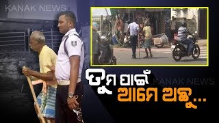 A Great Gesture By Traffic Police, Helped An Old Man To Cross Road In Bhubaneswar