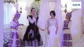 Юлия Руцкая выводит невесту под