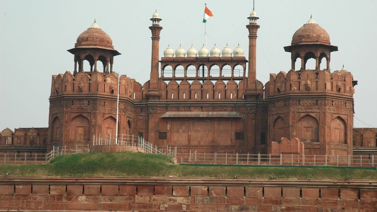 essay on india gate delhi Hi it will be great if you will write an essay on monuments like india gate and taj mahal reply delete.