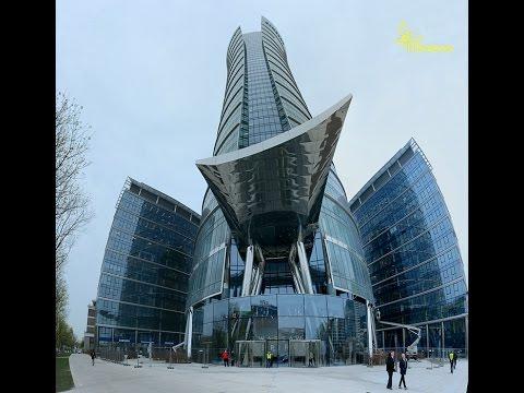 Warszawa widziana z 46 piętra Warsaw Spire. Dachy Warszawy.