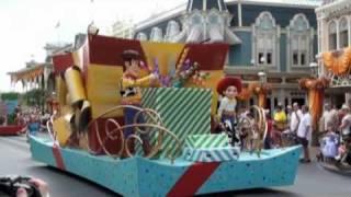 ウォルト・ディズニー・ワールド・リゾート マジックキングダムのパレー...