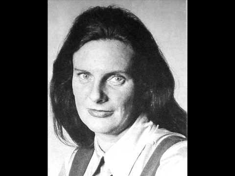 Mary Thomas sings