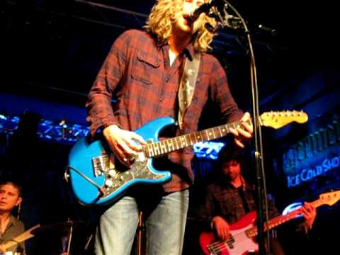 Casey James – Til My Guitar #CountryMusic #CountryVideos #CountryLyrics https://www.countrymusicvideosonline.com/til-my-guitar-james-casey/ | country music videos and song lyrics  https://www.countrymusicvideosonline.com