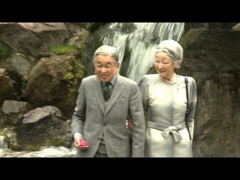 Japan's emperor visits London ahead of Jubilee