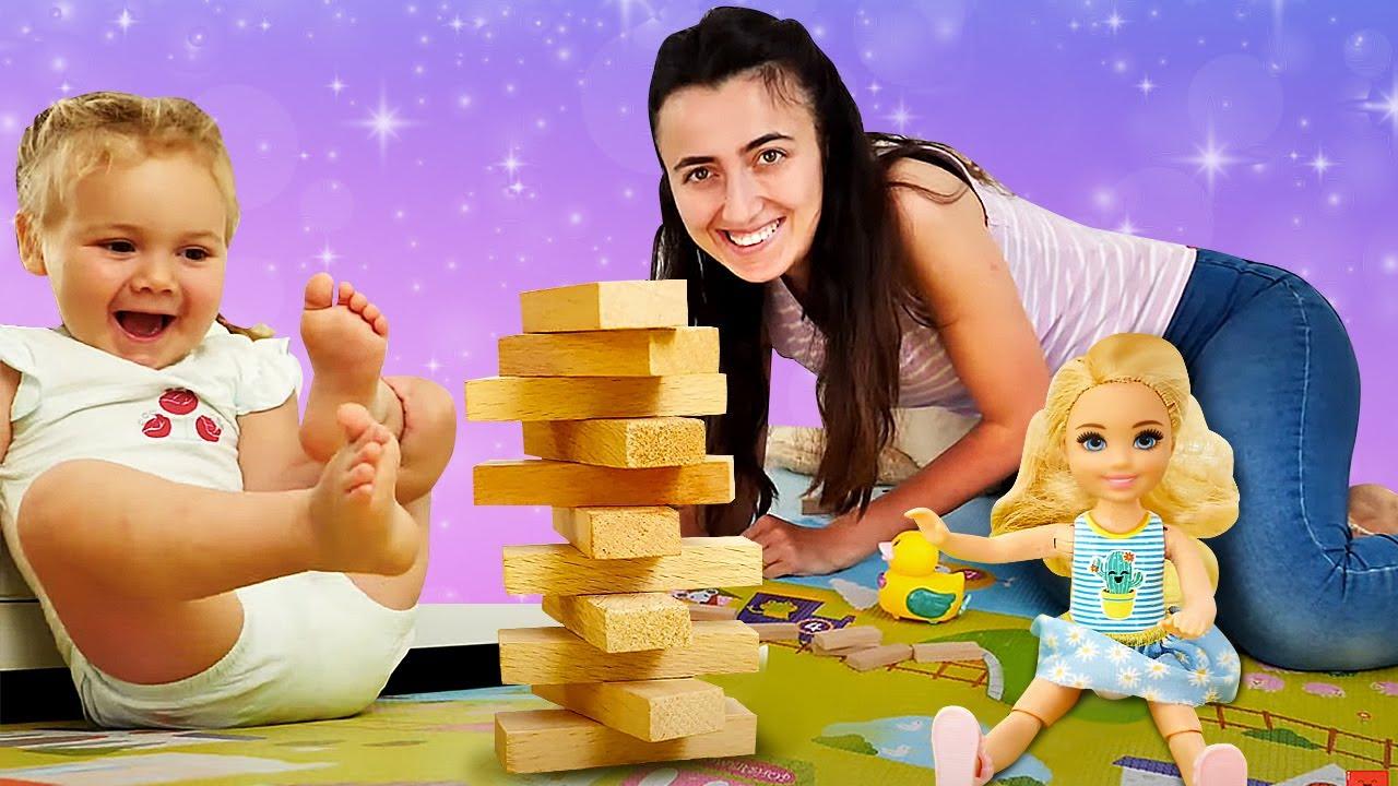 Barbie videoları. Sevcan ve Derin Chelsea ile kule devirme oyunu oynuyorlar. Kız oyunları