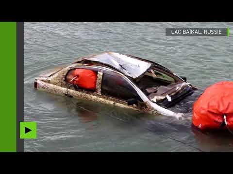 Après 15 années passées dans les eaux du Lac Baïkal, plusieurs véhicules refont surface