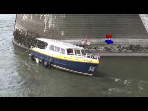 Spectaculaire redding  schipbreukelingen  Waalbrug Nijmegen