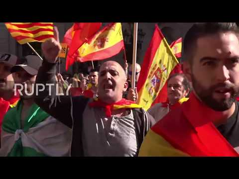 Spain: Enraged unionists taunt police outside Catalan Parliament