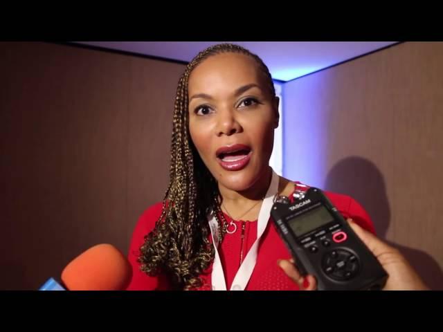Mme Malika Bongo reçoit la Médaille dOr de CRANS MONTANA