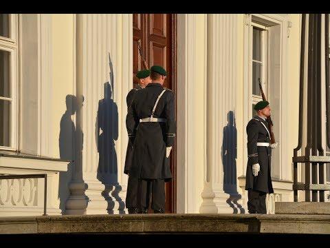 Ehrenposten Ablösung Schloss Bellevue