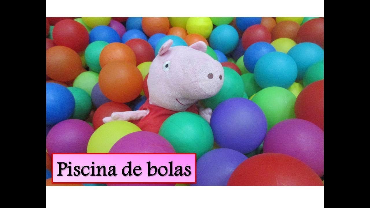 Peppa pig en el parque de bolas juega en la piscina y el for Peppa pig en la piscina